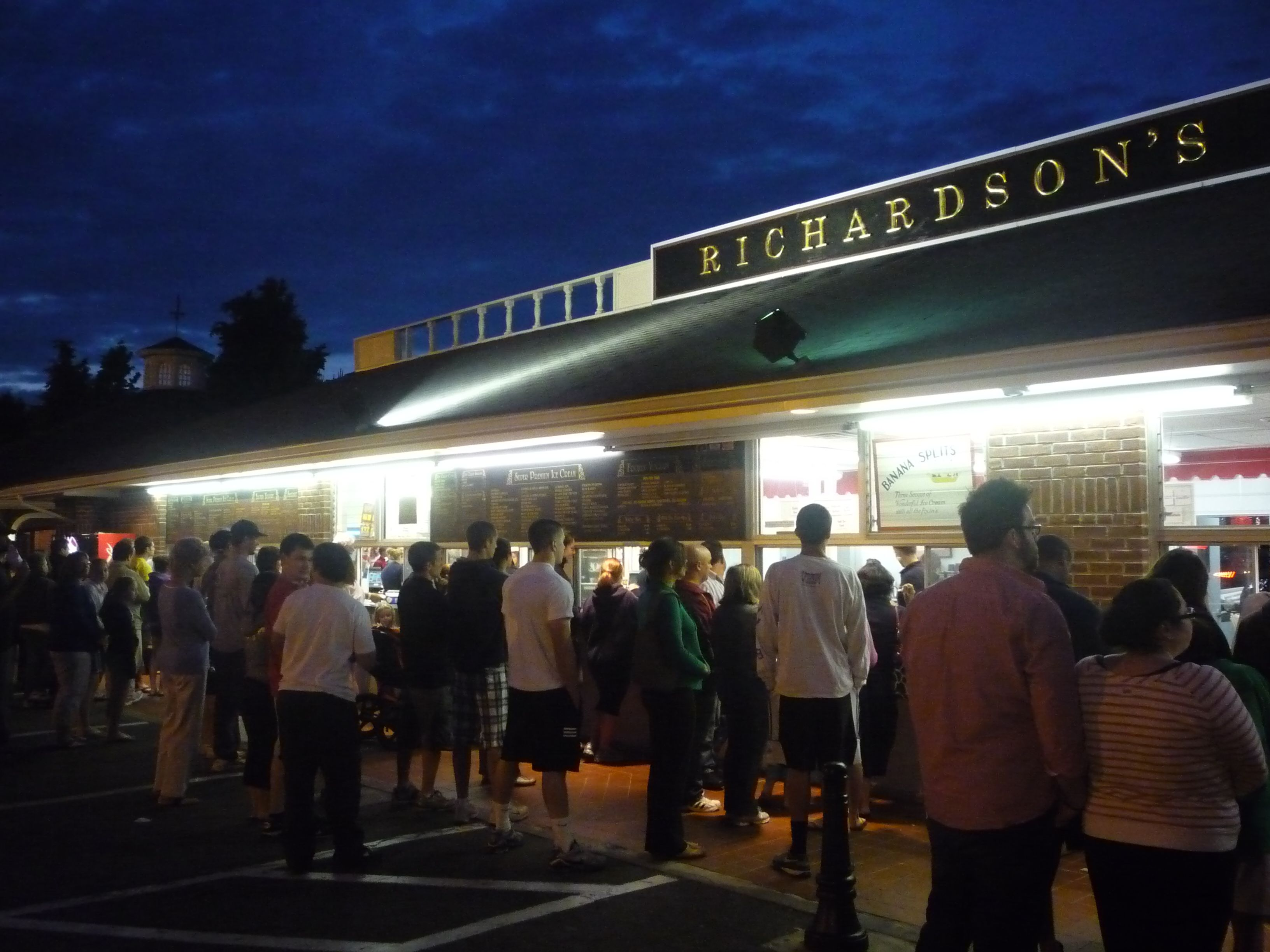 Richardson S In Middleton Ma Is The Best Ice Cream And Frozen Yogurt In New England By 1695 David Richardson Mov New England Ice Cream Stand Cheap Travel