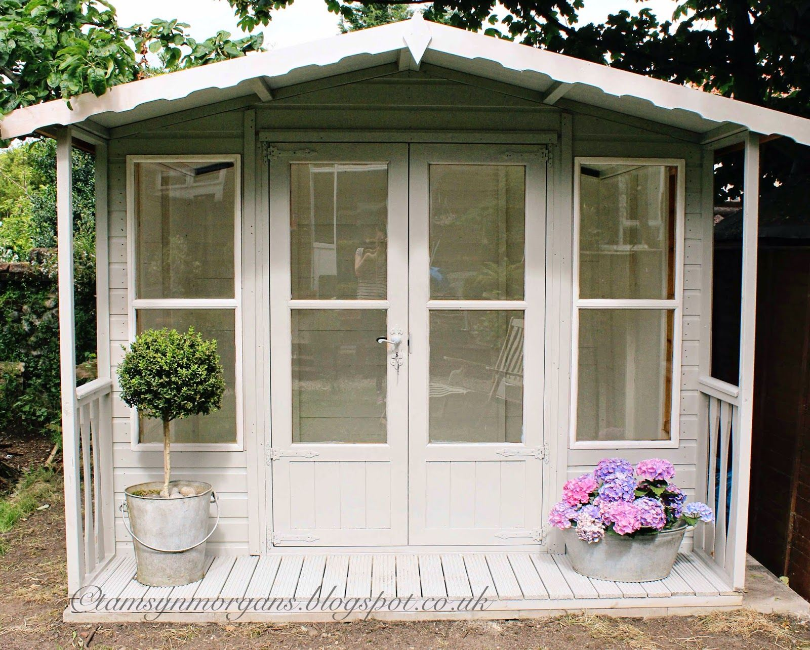 Beautiful little shabby chic cubby house or summer house for Garden designs with summer house