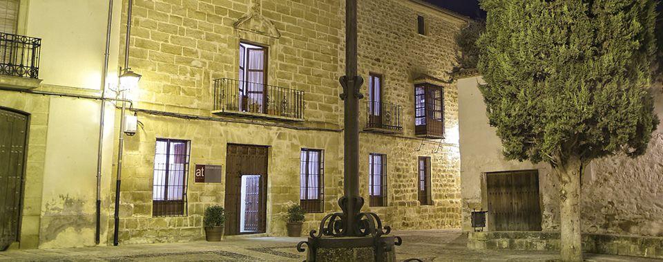 Uno De Los Hoteles Con Mayor Encanto En úbeda Jaen Palacio Del Sxvi House Styles Mansions House