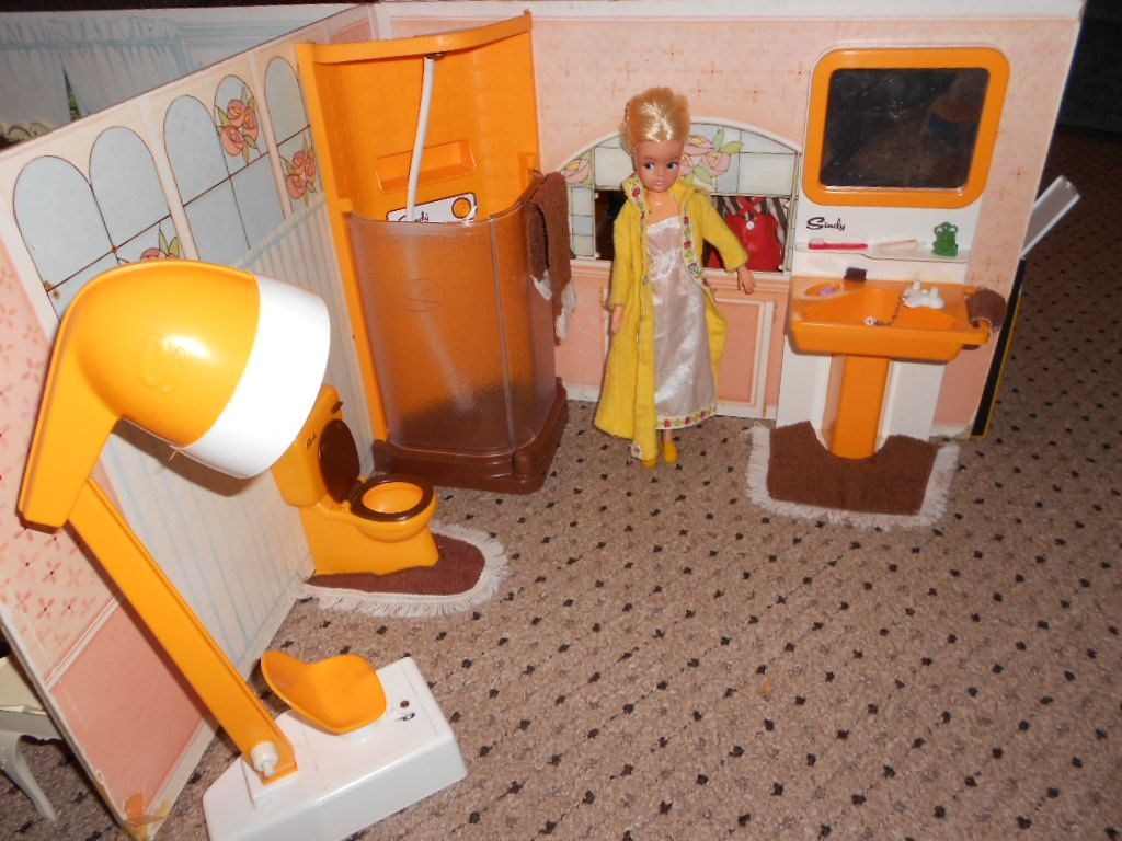 Sindy S Orange And Brown Bathroom Set
