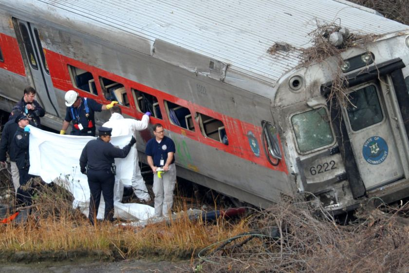 4 dead 63 injured in nyc train derail bloodbath nyc