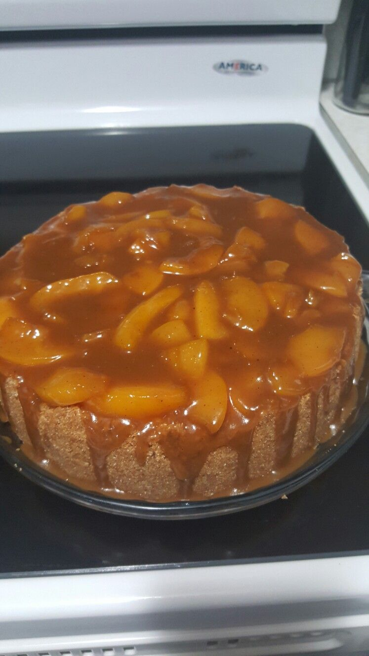 Peach cobbler cheesecake with graham cracker crust #peachcobblercheesecake Peach cobbler cheesecake with graham cracker crust #peachcobblercheesecake