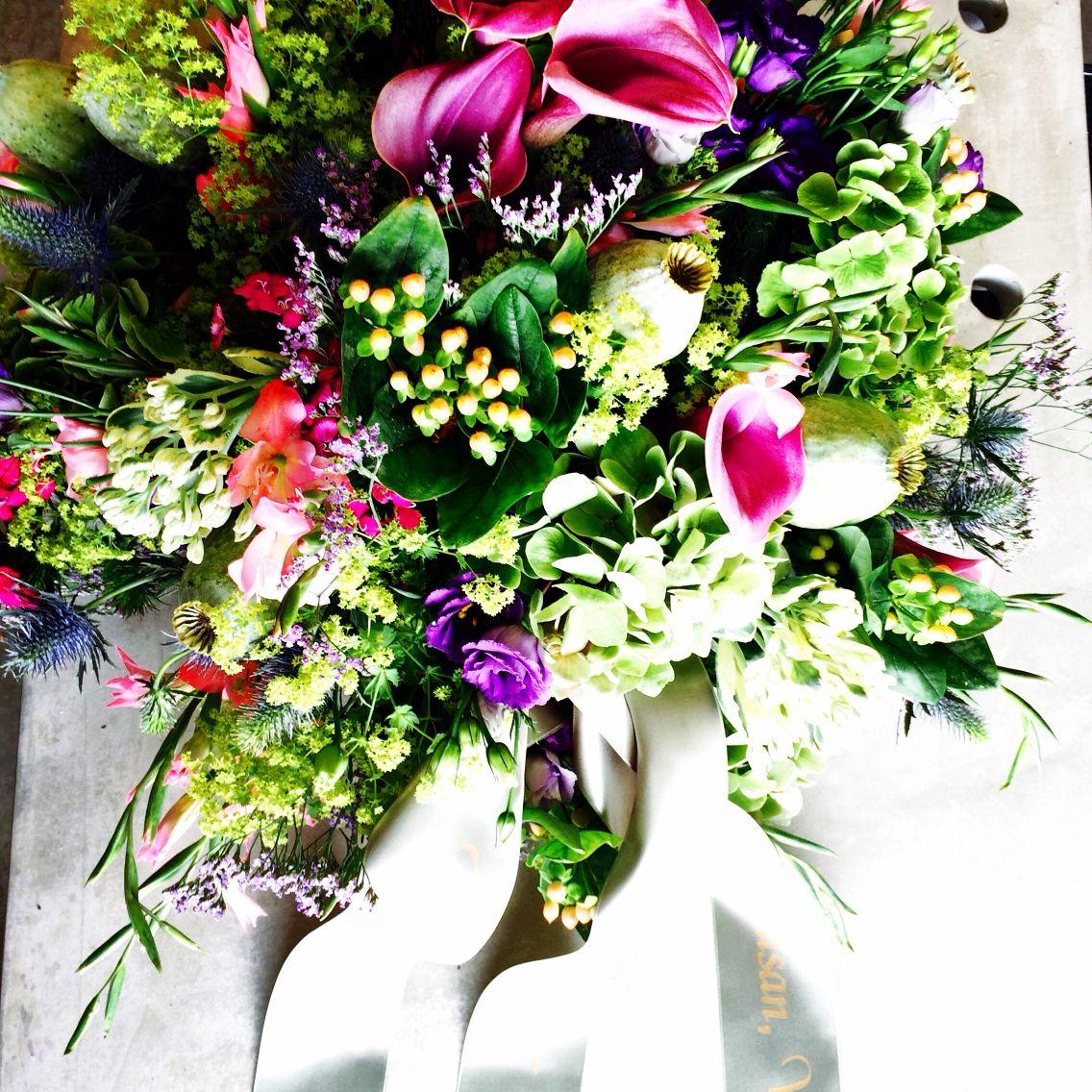 Als er een dierbaar persoon in je leven weg valt bestel dan bij mij het rouwbloemwerk 06-29082882 #afscheid #uitvaart #emotions