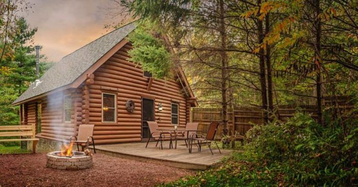 This Hidden Resort In Wisconsin Is The Perfect Place To Get Away From It All Candlewood Cabin Secluded Cabin Resorts In Wisconsin