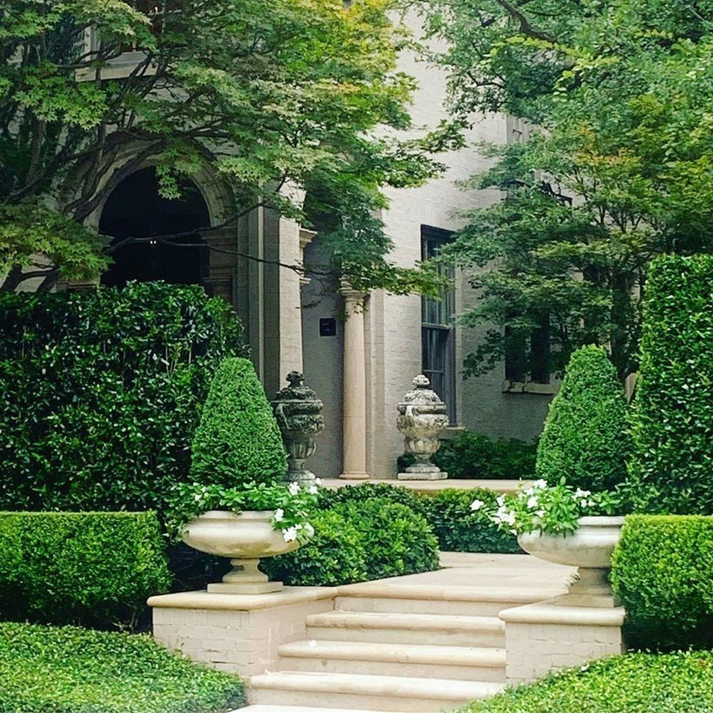 """The Potted Boxwood on Instagram: """"often the best curb appeal is never seen from the curb 🍃 #chicinDallas #dallas #architecture #design #landscape #curbappeal #house #garden…"""" 