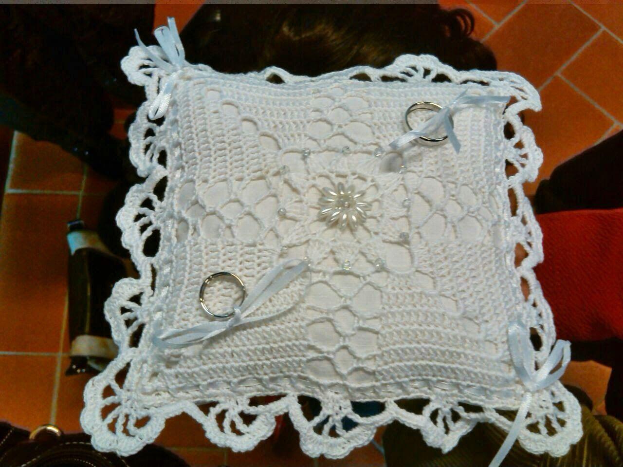 Cuscini Per Fedi Nuziali Uncinetto.Cuscino Portafedi All Uncinetto Pillow Rings Crocheted