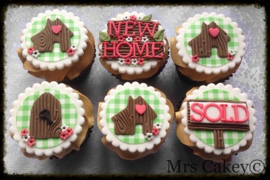 New home cakes - Cake by Mrs Cakey