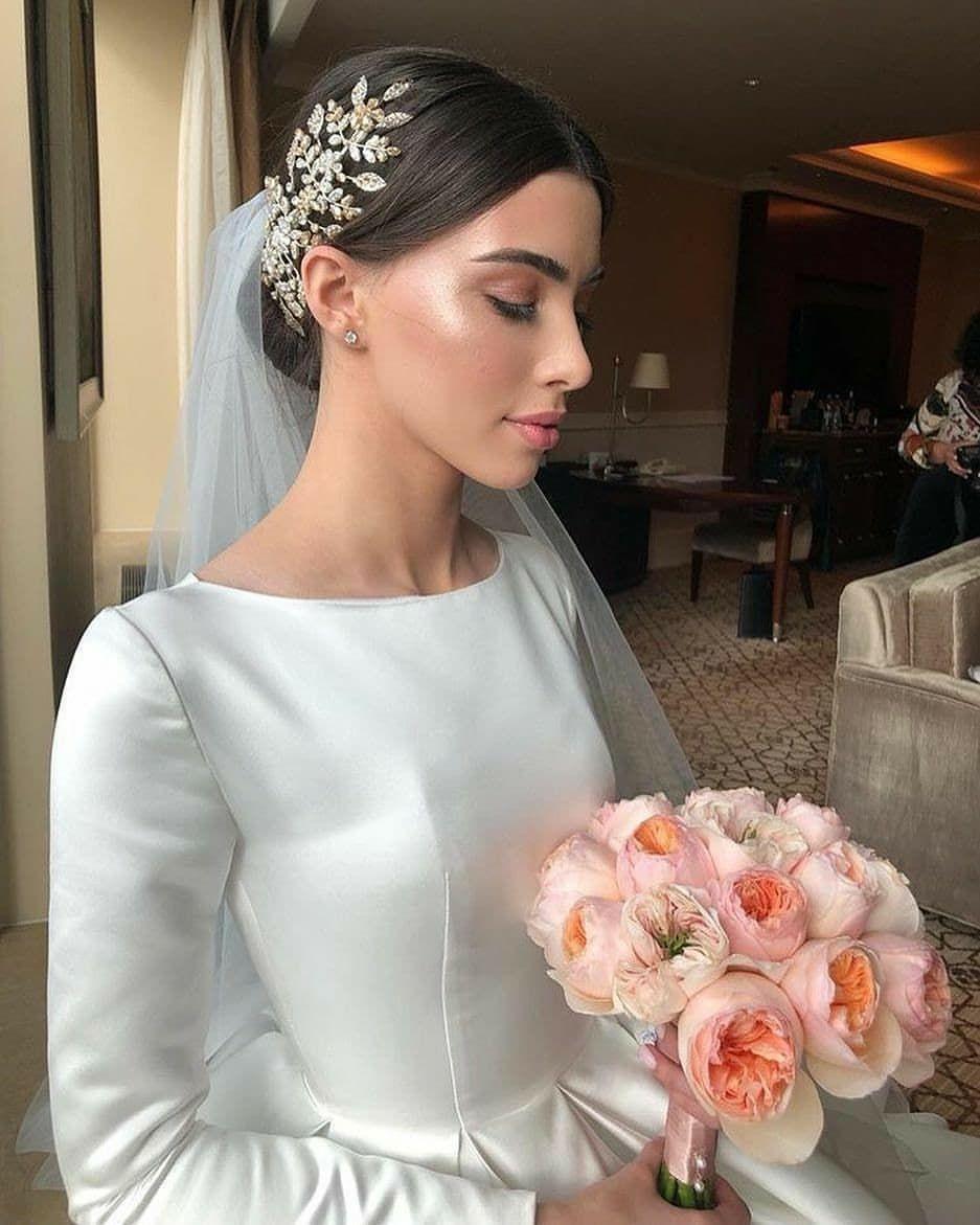My World Of Dresses On Instagram Flawless Axarmina Photography Wed In 2020 Brautkleid Lange Armel Elegante Hochzeit Frisuren Glamourose Hochzeit