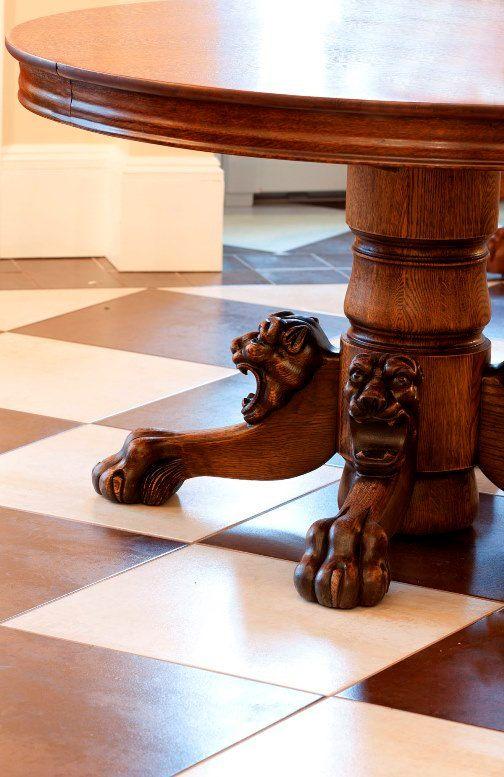 Gorgeous Pedestal Antique 48 Round Oak Table por NightingaleArts