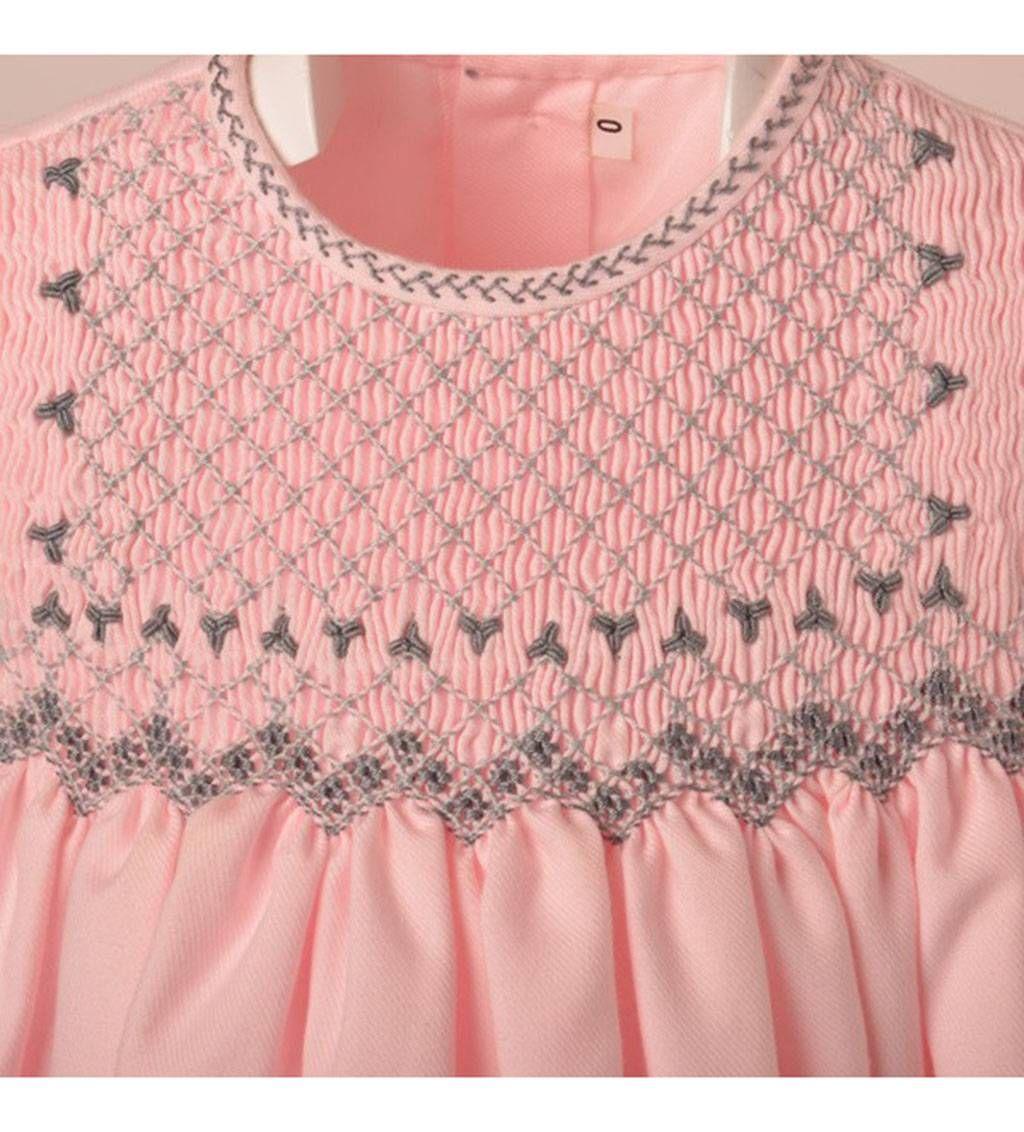 Faldón de flores rosas bordado a mano con capota | Frunces - smock ...