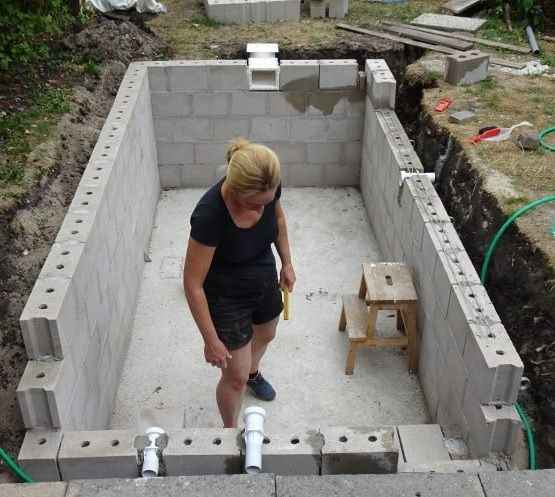 Building walls for swimming pool