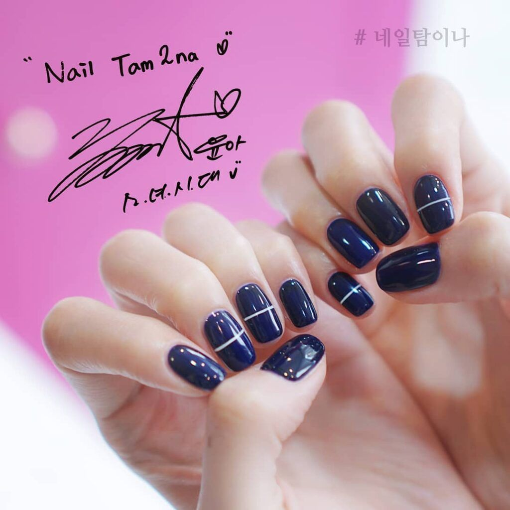 Korean Glamours Winter Nails Art Designs Blue pure white strip #koreannailart Korean girls have good taste. Would you want to get trendy Korean glamours style nails art degisns for winter? Let's take a look at the latest Korean winter nail design. Try this Korean Glamours Winter Nails Art Designs Blue pure white strip! #autumnnails #winternails #nailsdesigns #nailart #inspo #гвоздь #Uñas #neturalnails #koreannailart