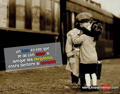 Frase de amor con la imagen de una pareja de niños dándose un beso de despedida