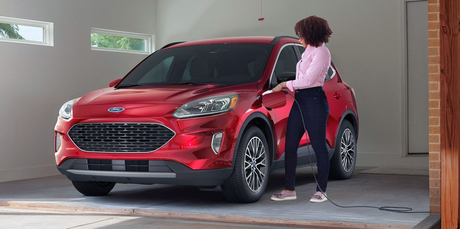 Ford And Toyota Are Simultaneously This Summer Introducing Plug In Hybrid Options Of Their Popular Crossover Suvs The Ford Escape And Ra In 2020 Ford Escape Rav4 Ford