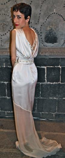 FOTO La actriz @CeciliaSuarezOF entre las mejor vestidas en Moda @NextelMX con un vestido de @AlfredoMartinz cc @prensadanna
