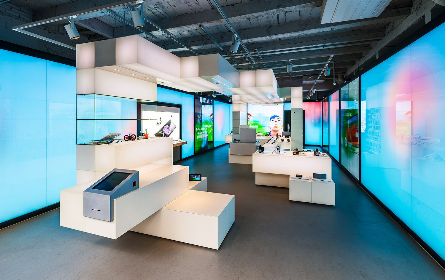 Store by riis retail aarhus denmark 187 retail design blog - Doepelstrijkers Created A New Retail Formula And 2 Concept Storer For Kpn Which Merges The Virtual And Physical Worlds For The Ultimate User Experi