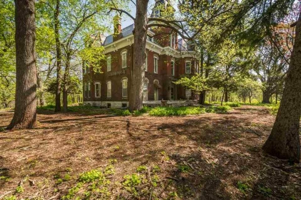 Davenport Iowa Abandoned Mansion Home Woods Victorian Homes Old Houses Old House Dreams