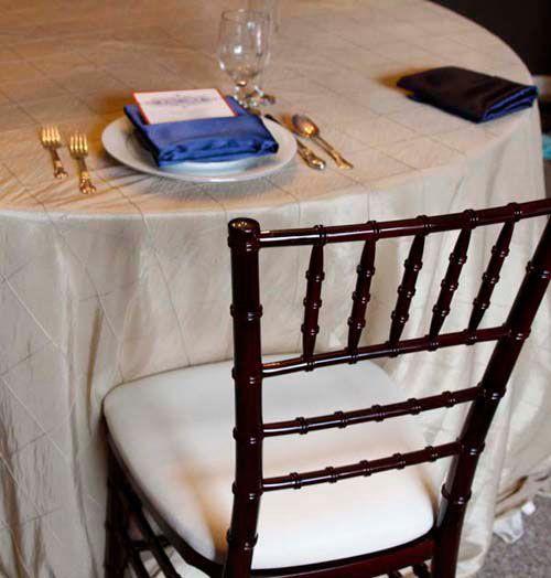 Mahogany Chiavari Chair With Cashmere Pintuck Table Linen And Navy Satin Napkin Chair Chiavari Chairs Chiavari