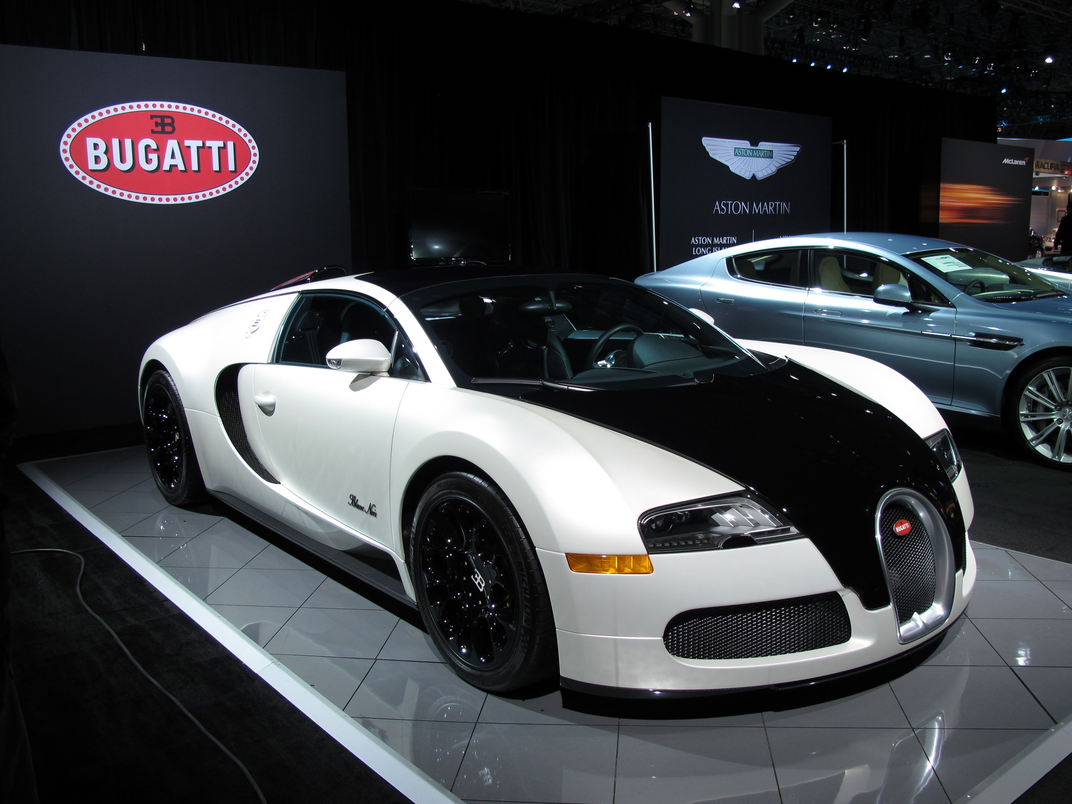 bugatti veyron grand sport blanc noir edition auto shows pinterest bugatti veyron mclaren. Black Bedroom Furniture Sets. Home Design Ideas