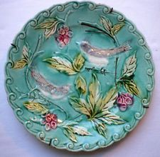 French Majolica Plate, production ONNAING France: Birds pecking grapes
