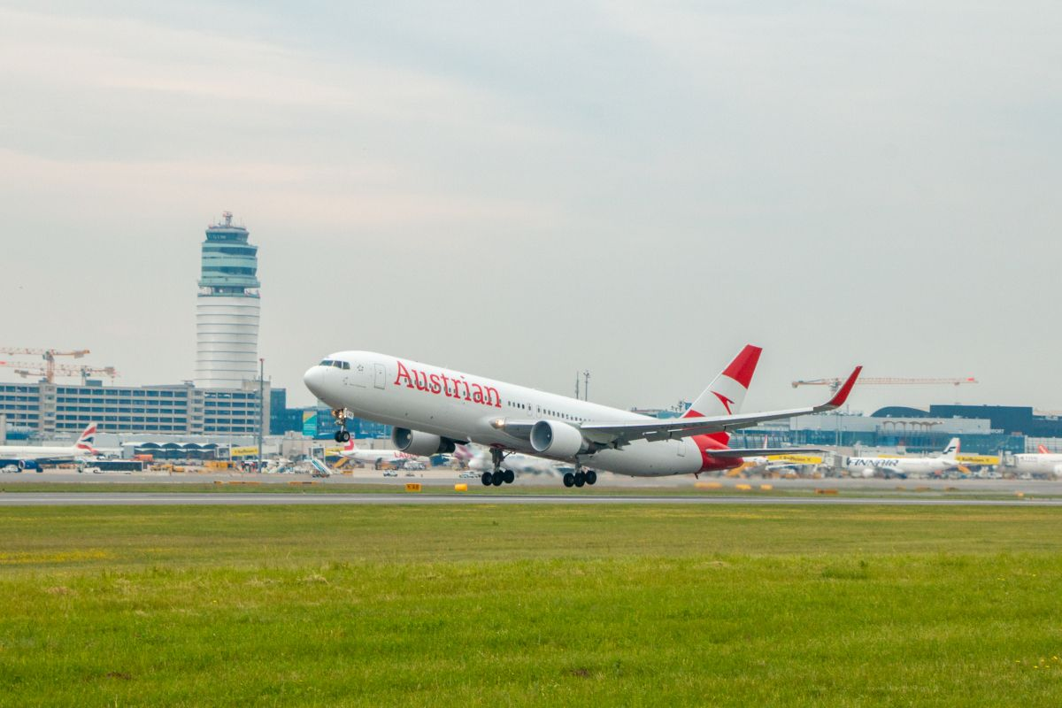 Austrian Airlines Returns To China With The Resumption Of Services To Shanghai In 2020 Shanghai Airlines Austrian