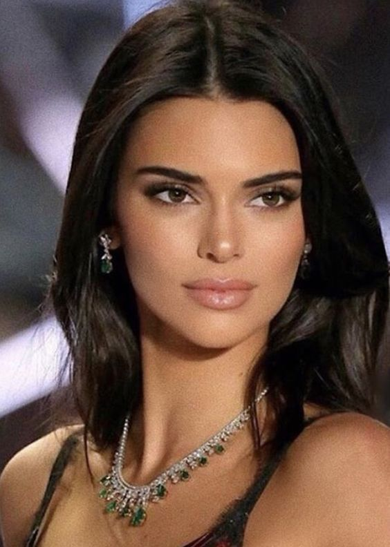 Pin by MULA 💸 on KUWTK in 2020 | Kendall jenner photoshoot