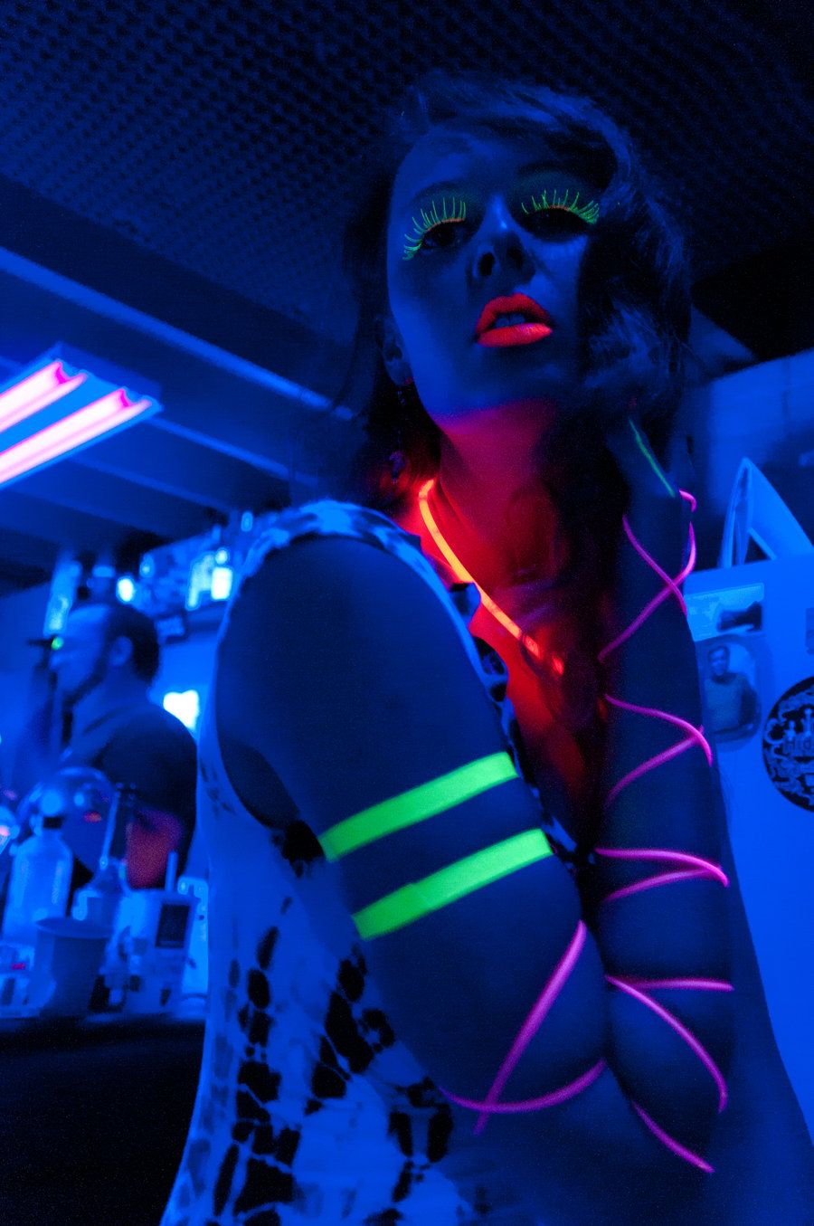Black Light Party Outfit Ideas | Glow party outfit ...