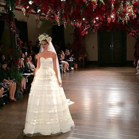 Everything about @naeemkhannyc's show was on point! Ethereal gowns and hanging floral installation to set the mood. Love! #naeemkhan #nybfw #liveshow #NYC #bridalweek #newyorkbridalweek #newyorkbridalmarket #bridalfashionweek #floralinstallation #flowers