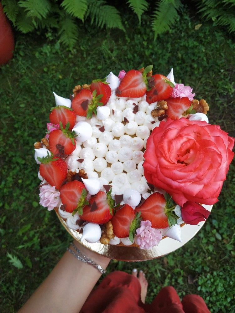 #flowercake #strawberrycake #decorationcake #divdorty