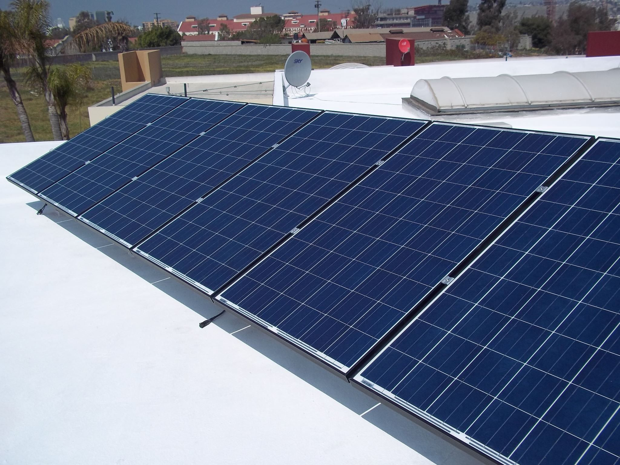 Una de nuestras instalaciones recidenciales de 3 Kws para suministrar una casa en la Ciudad de Tijuana, Genera energía solar y deja de pagar tú recibo de luz.