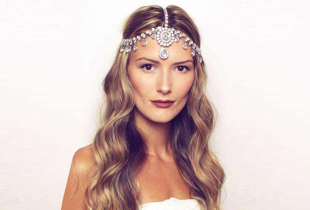 تسريحات شعر عروس منسدلة لصيف 2020 بتوقيت بيروت اخبار لبنان و العالم Crown Jewelry Crown Fashion