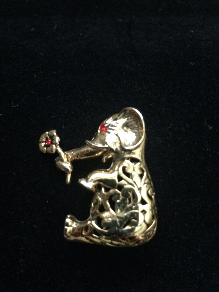 Cute Elephant Pin w/Rhinestone embellishment.