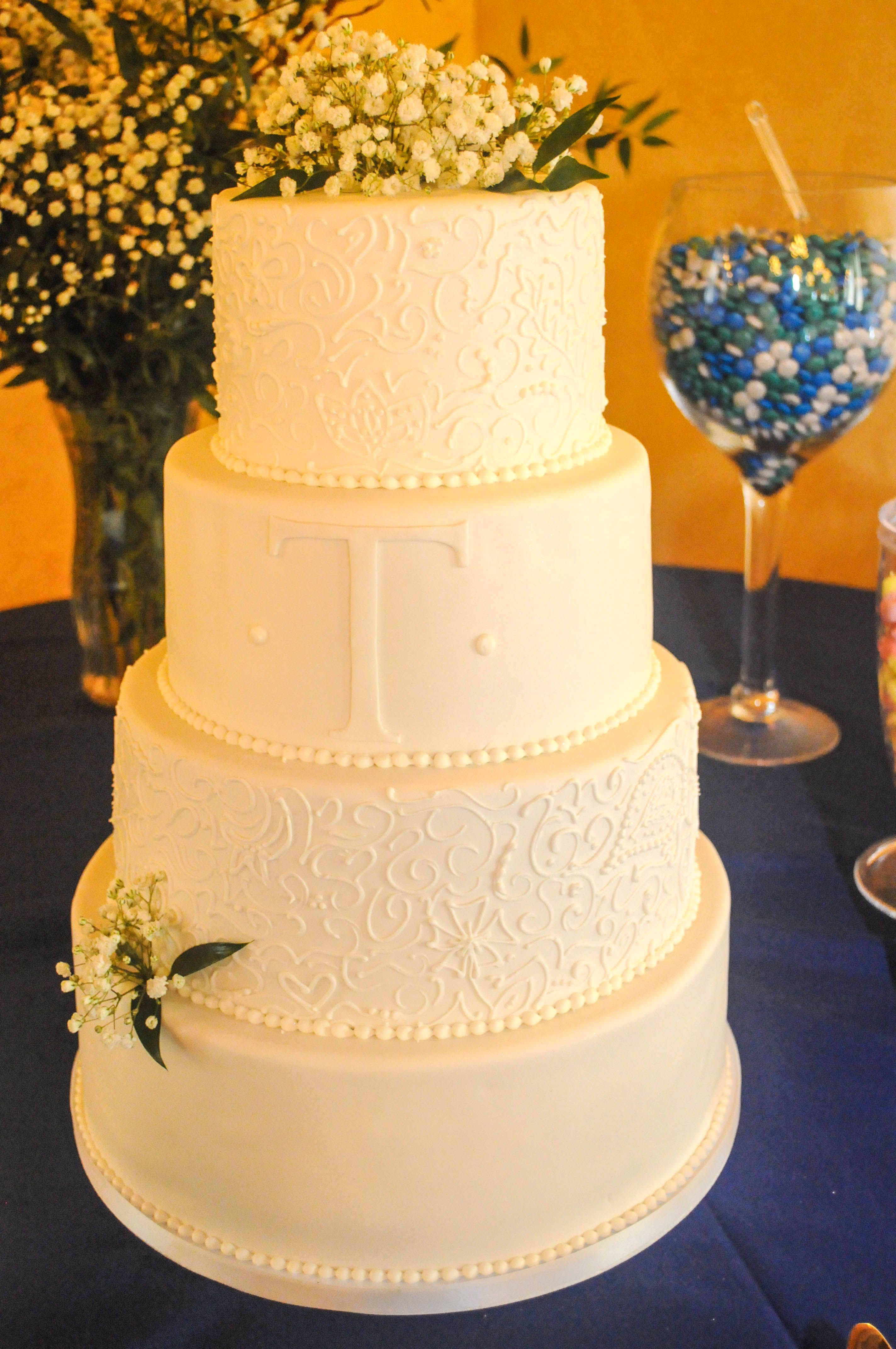 Gorgeous classic cake design with ornate piping sprigs of babyus