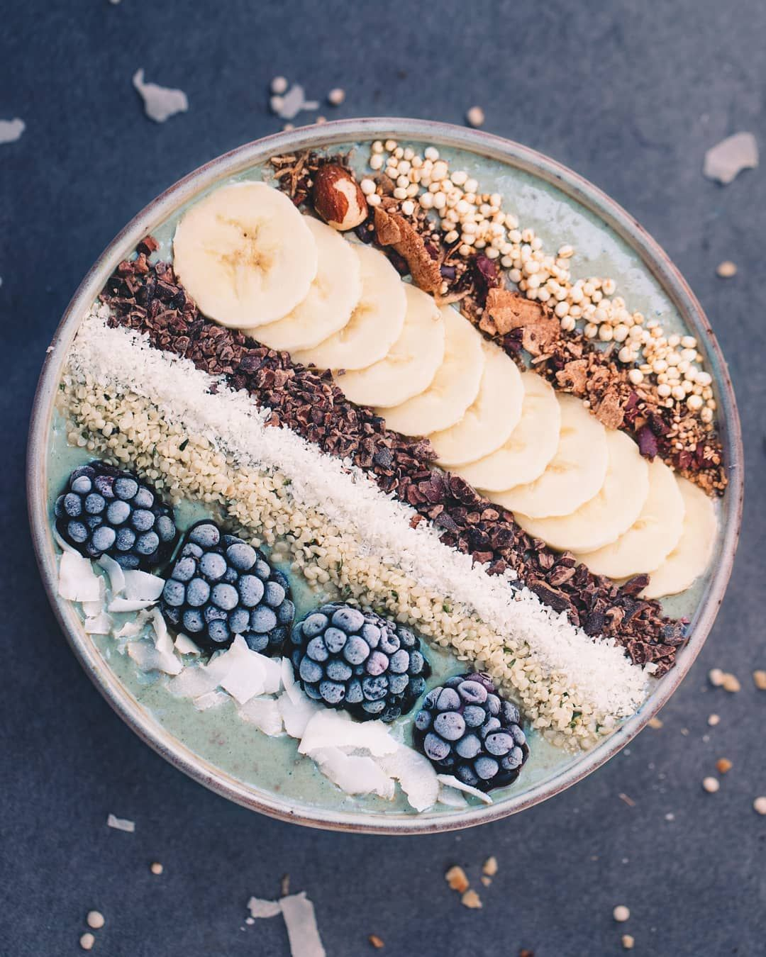 "Caroline Loße's Instagram photo: ""Frosty banana smoothie bowl Ingredients are frozen bananas, spirulina, pea protein powder, baobab powder and soy drink � I wish you a…"""