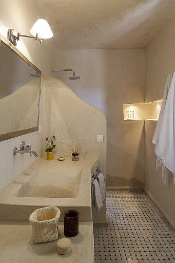 traditional moroccan bathroom. Love the wall alcove with ...