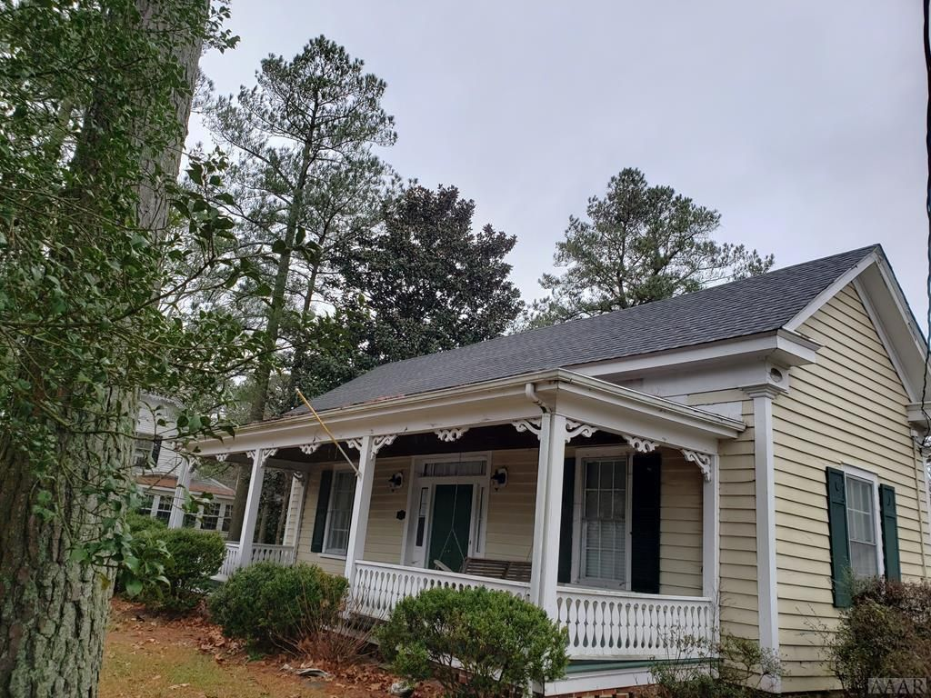 This Property May Qualify For Seller Financing Vendee This Is A Recently Rehabbed Home Nice Hardwood Floors Old Houses Old Houses For Sale Southern Cottage