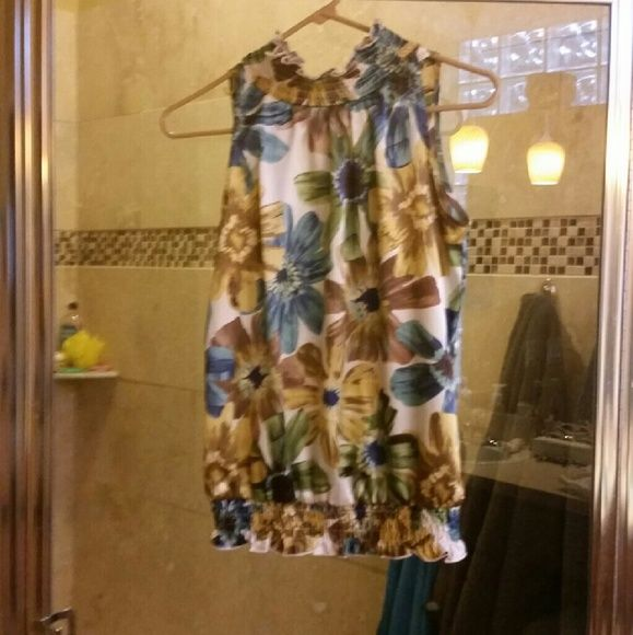 Floral Blouse Small Flroal Blouse! Great condition! Tops Blouses