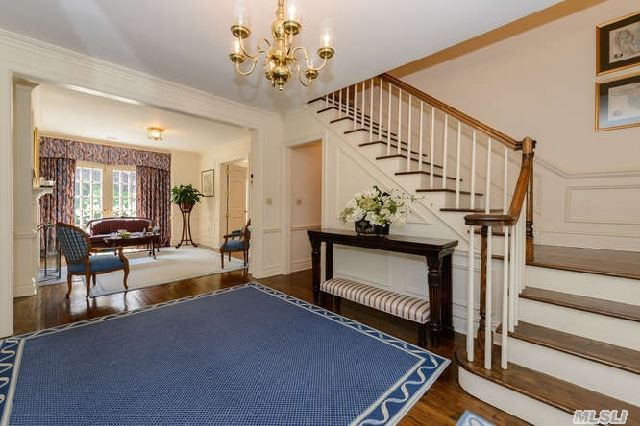 777 Remsens Ln Oyster Bay Ny 5 5 Baths Home Home Values Oyster Bay