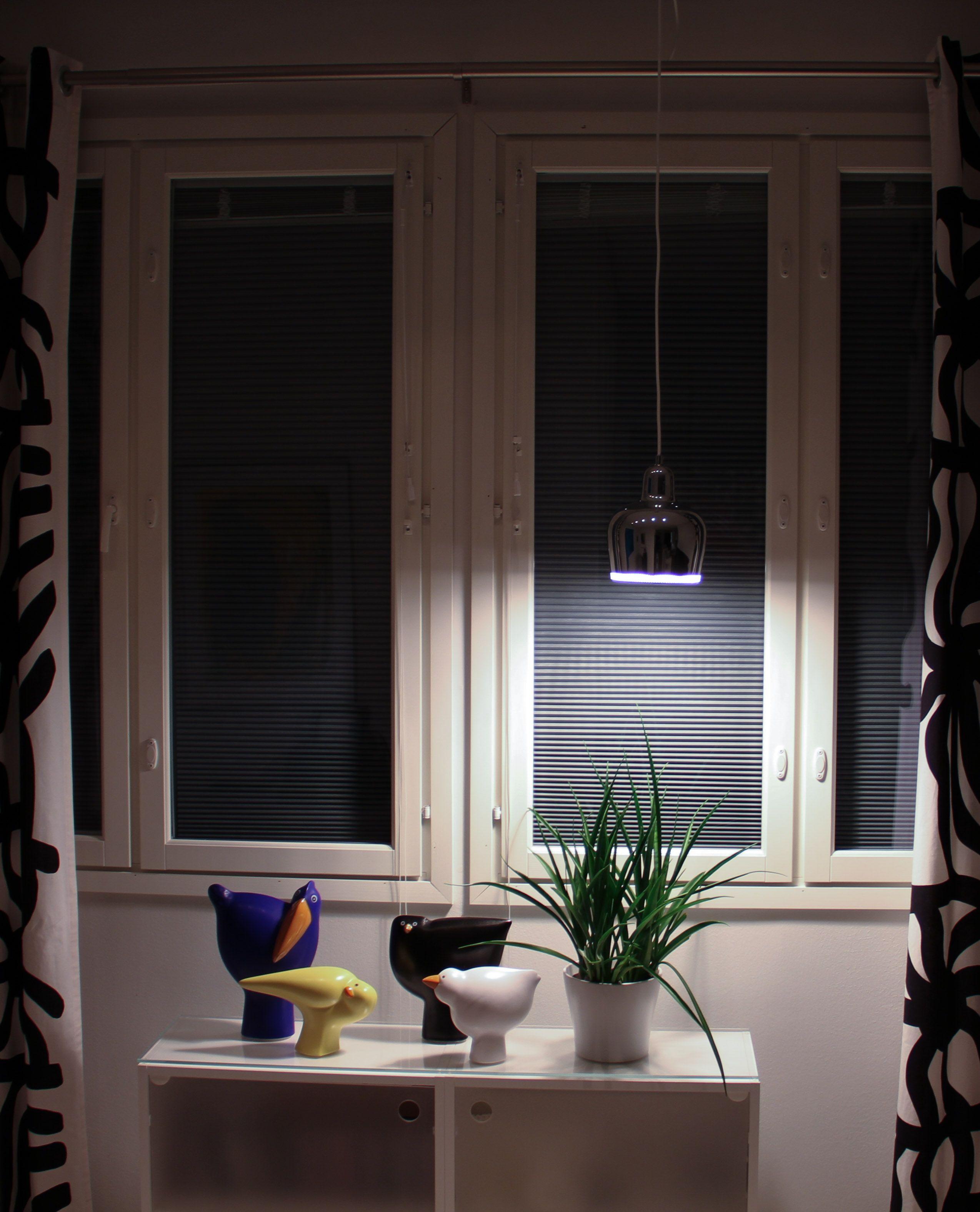 Solar Velhot ikkunassa, auringonvalo ei häikäise. pimennys.fi solar.fi #pimennysverho #pimentävä kaihdin # auringonsuoja