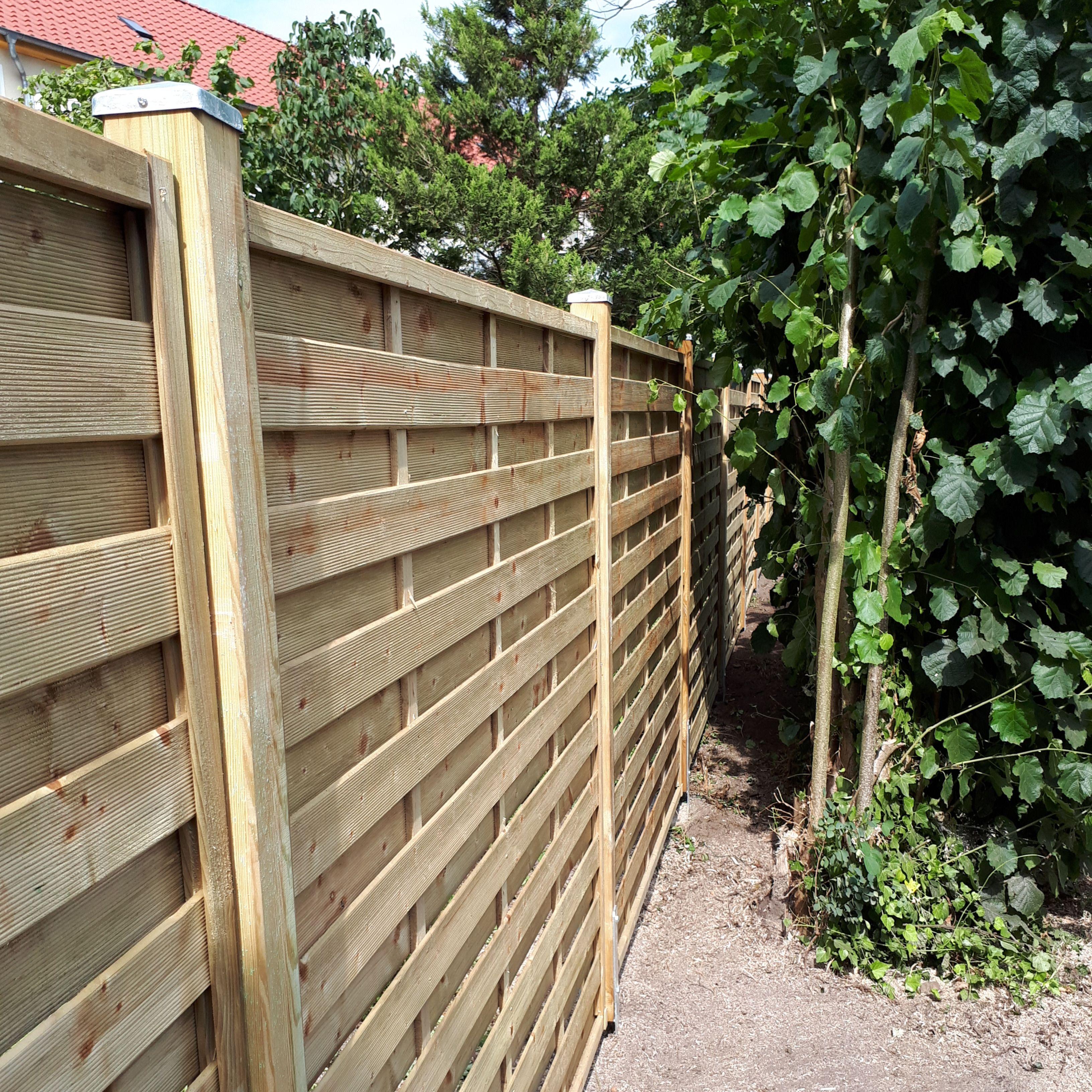 Bau Eines Sichtschutzzaunes Aus Holz Inkl Freischneiden Der