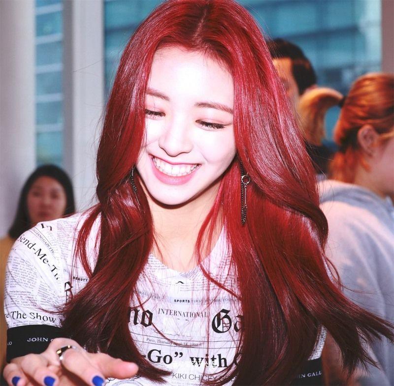 Nayeon Bias Wrecker Itzy Kpop Girl Groups Kpop Girls
