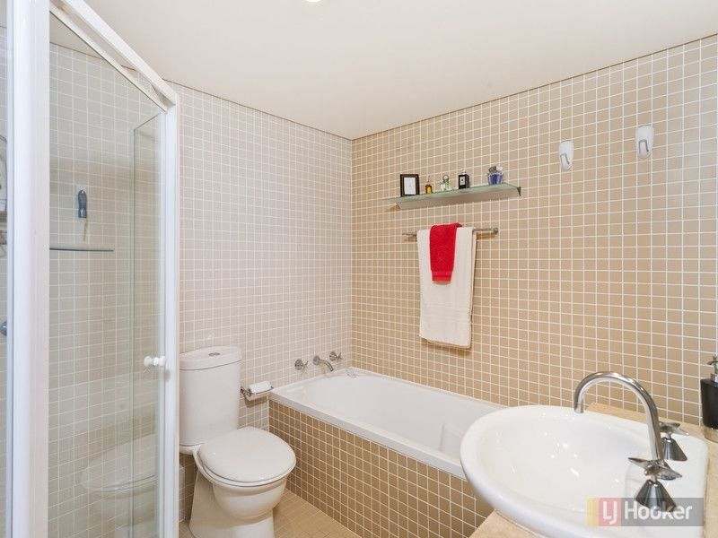 small bathroom - shelf & towel rail over bath. | Interior ...