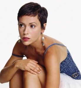 Super Short Bangs Alyssa Milano Is So Beautiful Can Carry Off Any Style As Seen On Charmed