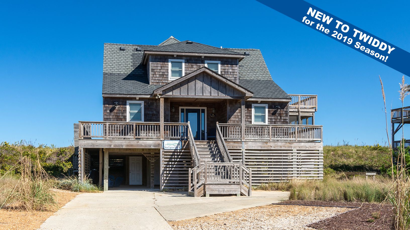 Beach Grass Breeze B915 Is An Outer Banks Oceanfront Vacation Rental In Sanderling Duck Nc Oceanfront Vacation Rentals Beach Grass East Coast Beach Vacation