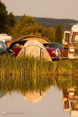 Würde man unter Herrenfahrerinnen und Herrenfahrern eine Umfrage starten, was wohl die perfekten Zutaten für ein Herrenwochenende wären, so würde sicher vieles hiervon aufgezählt werden: ein idyllischer Ort auf dem Lande, ein Zeltplatz am See, jede Menge altes Chrom