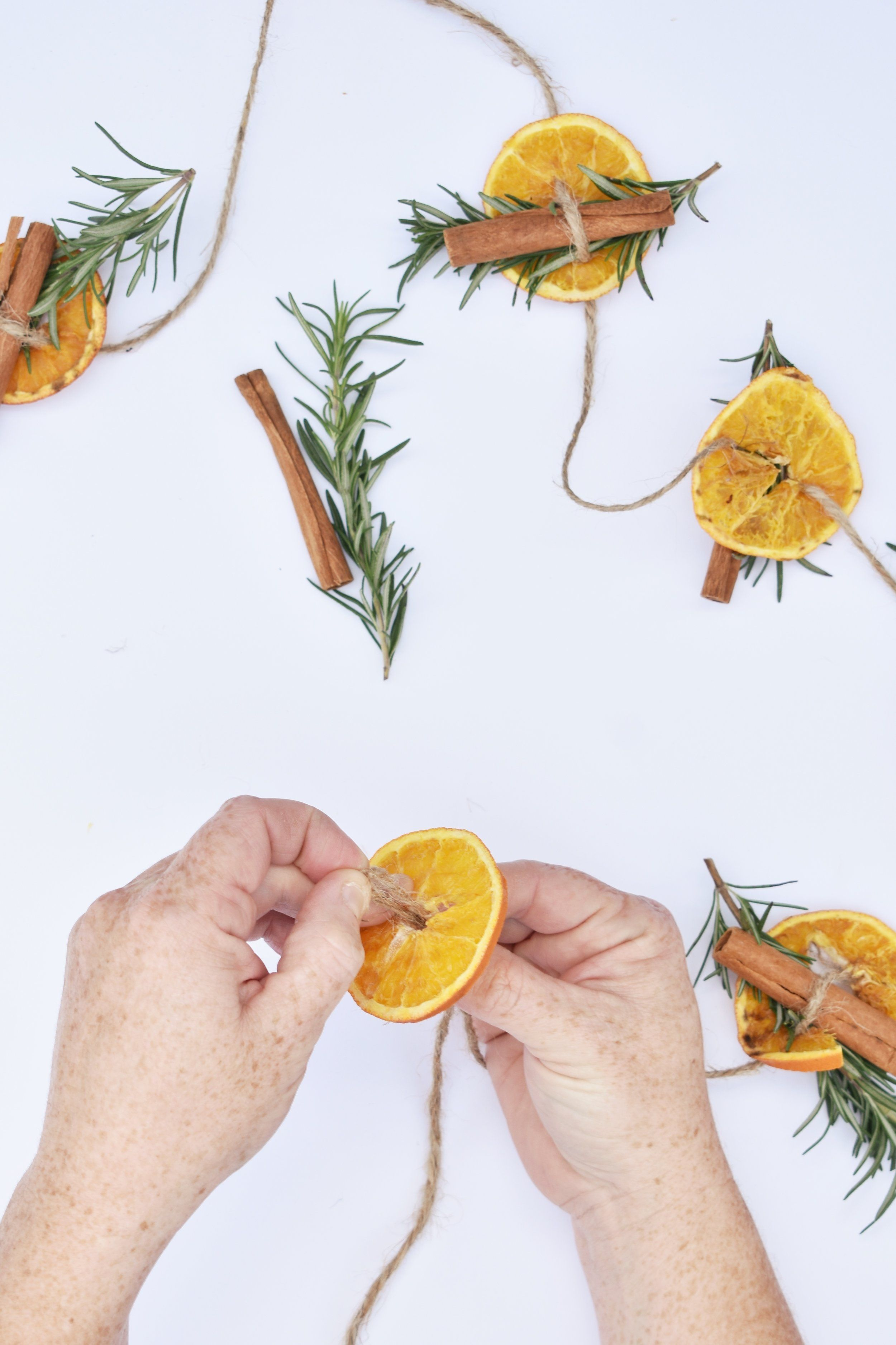 How to Make a Dried Orange Garland Christmas tree