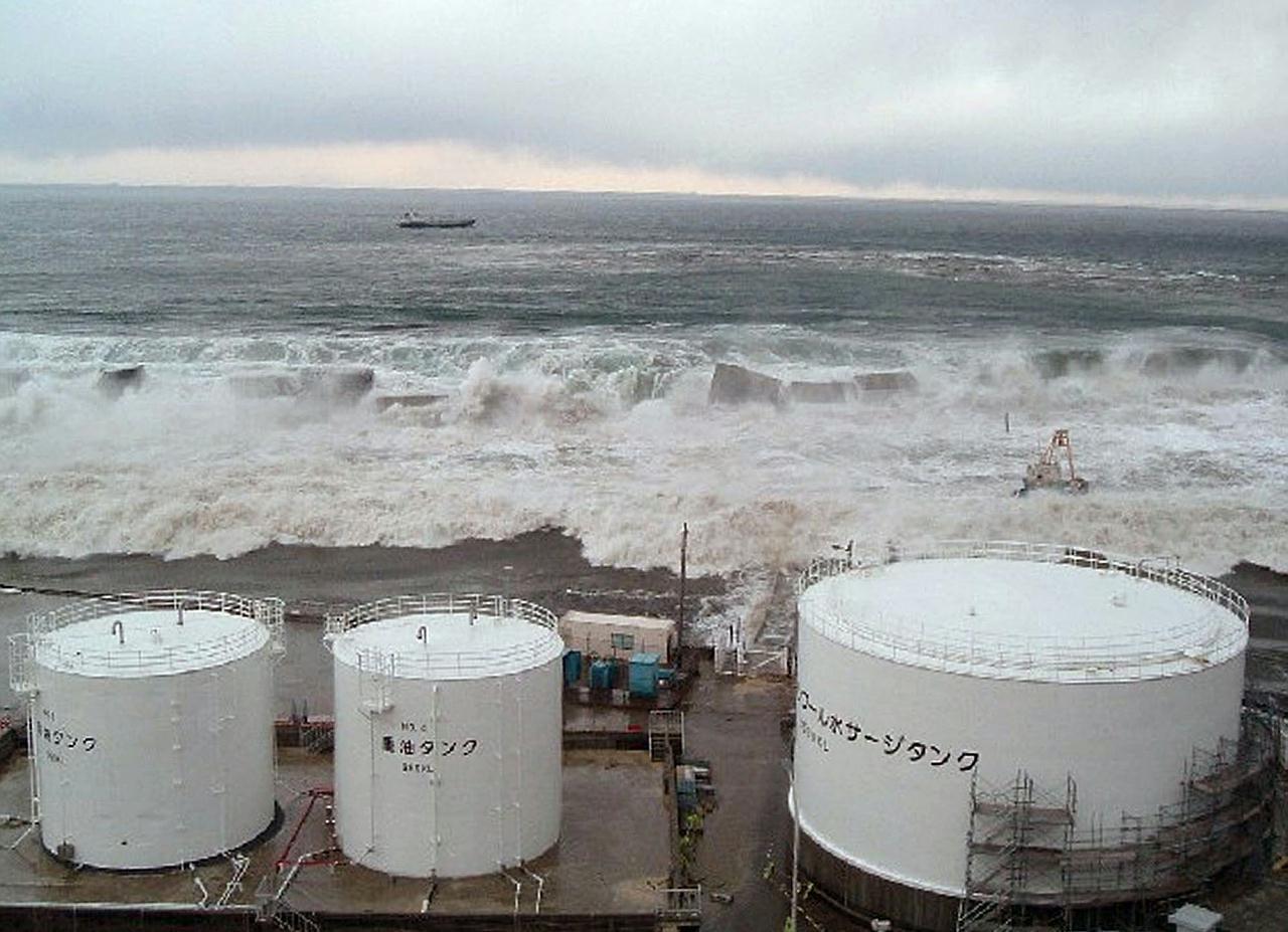 Fukushima Daiichi Npp Faces Tsunami Fukushima Tsunami