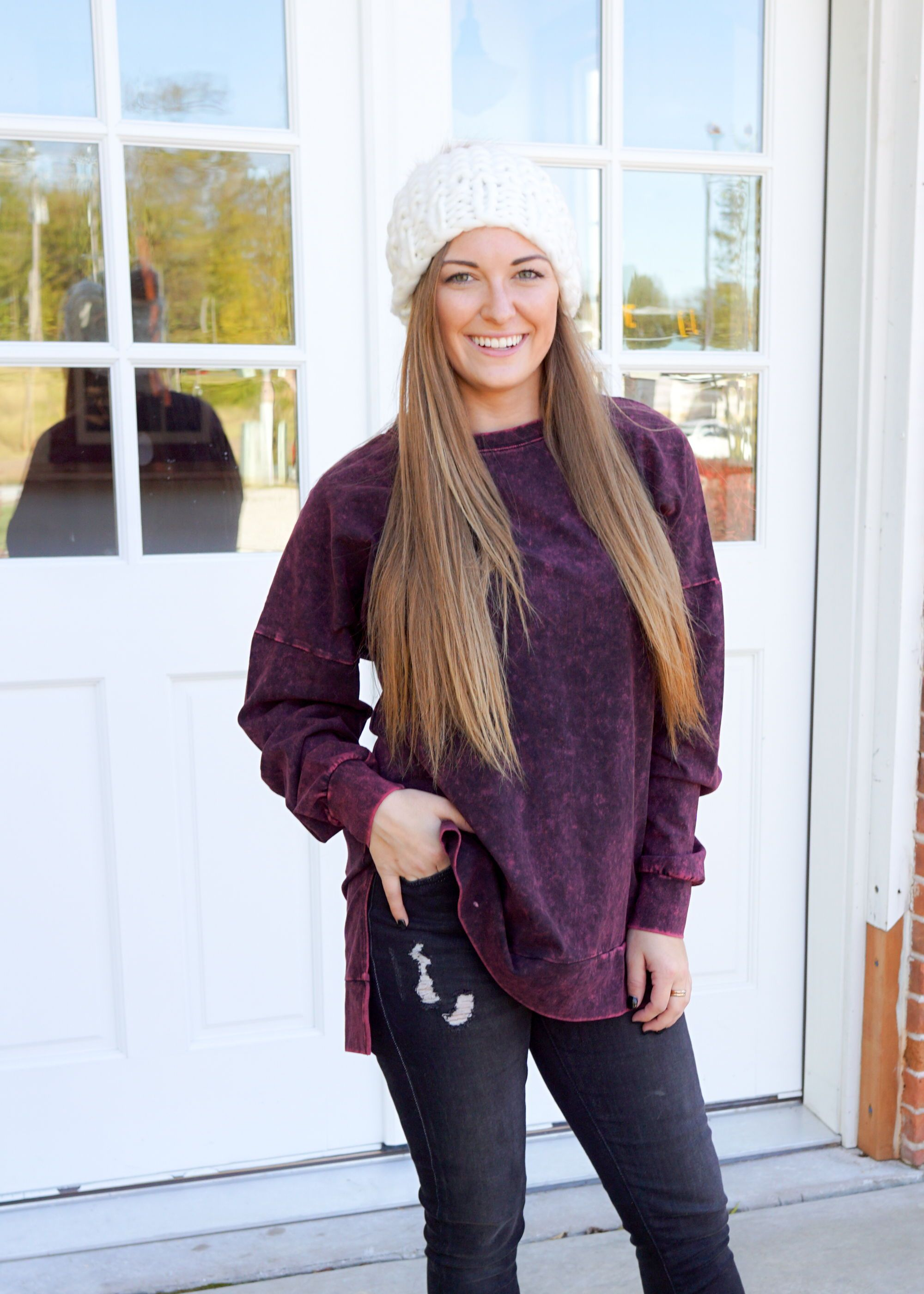 Cute Comfy Sweatshirt Outfit Inspiration Fall Casual Fall Outfits Long Sleeve Tops [ 2800 x 2000 Pixel ]