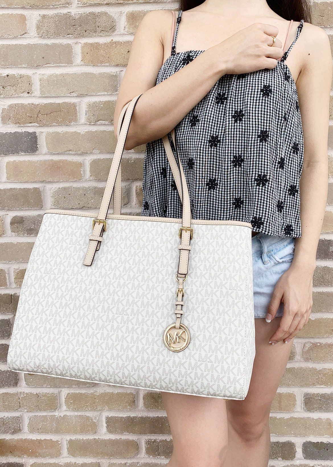 bfde4492b8a4 Michael Kors Jet Set Travel Large East West Tote Vanilla Mk Signature