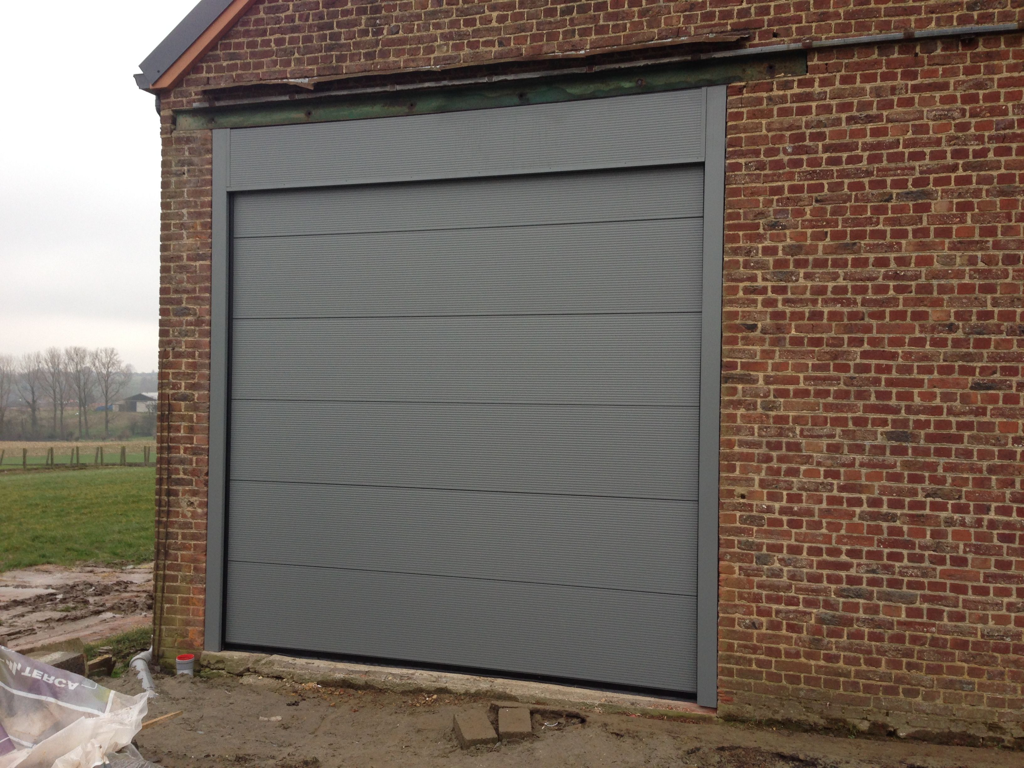 Sectionaalpoort met microprofilering in stucco ral 7005 for Stucco garage